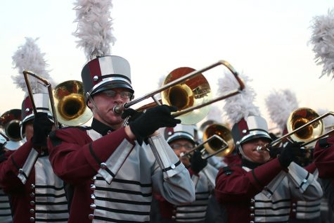 Band performs 'What Dreams Are Made Of'