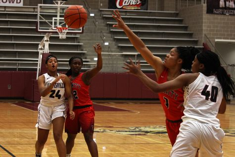 Senior Amani Alston (40) reaches for the ball after junior McKenzie Bowie (24) passes it.