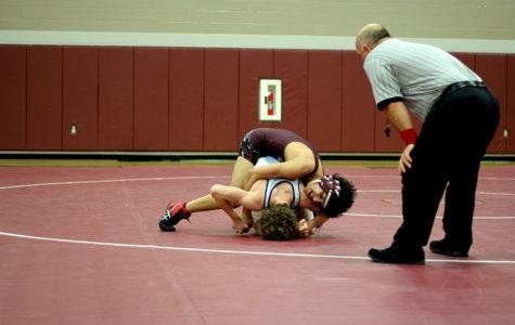 Boys' wrestling hopes to make a comeback