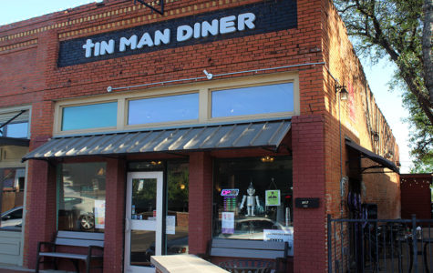 Review: Tin Man Diner attempts to bring gourmet pizza to Old Town