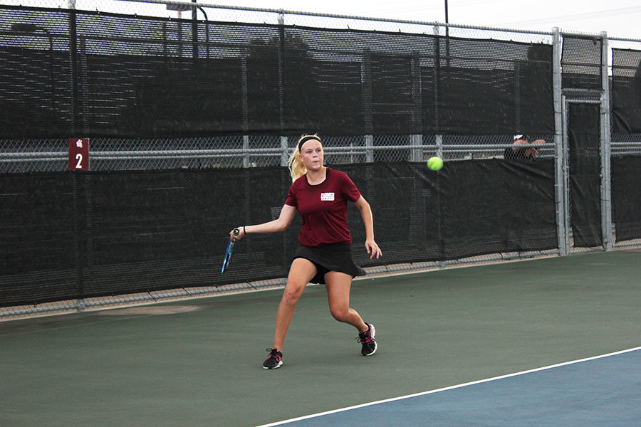 Junior+Sasha+Jennings+sets+up+for+a+forehand+during+the+match+against+Coppell+on+Tuesday%2C+Sept.+11.