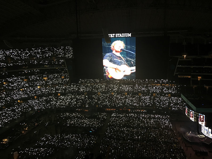 Fans+hold+up+flashlights+during+Ed+Sheeran%27s+performance+of+%22Perfect%22+on+Saturday%2C+Oct.+27.