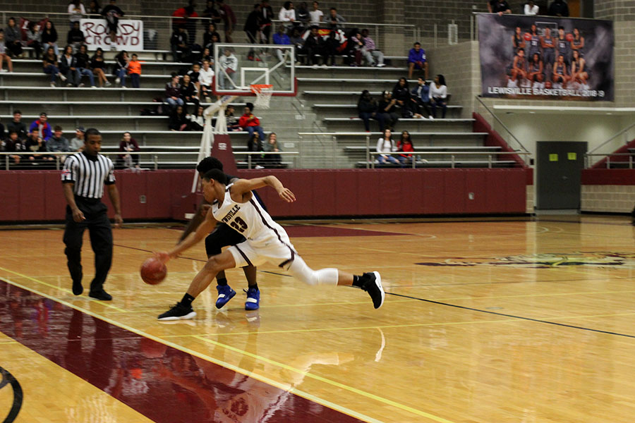 Sophomore+Kylin+Green+%2823%29+steals+the+ball+from+the+defender.