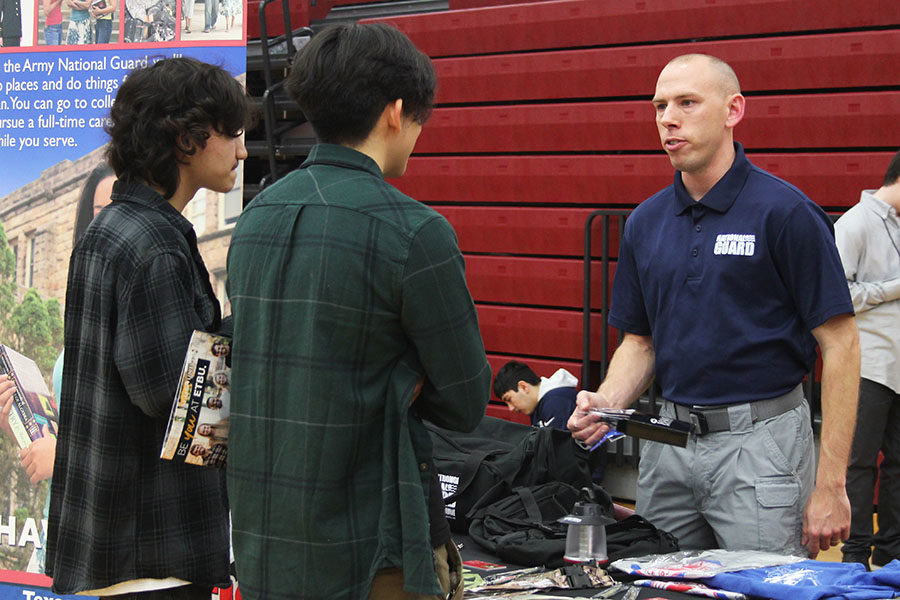 Seniors Johnny Johnston and Gabriel Cantoran speak to an Army National Guard representative.