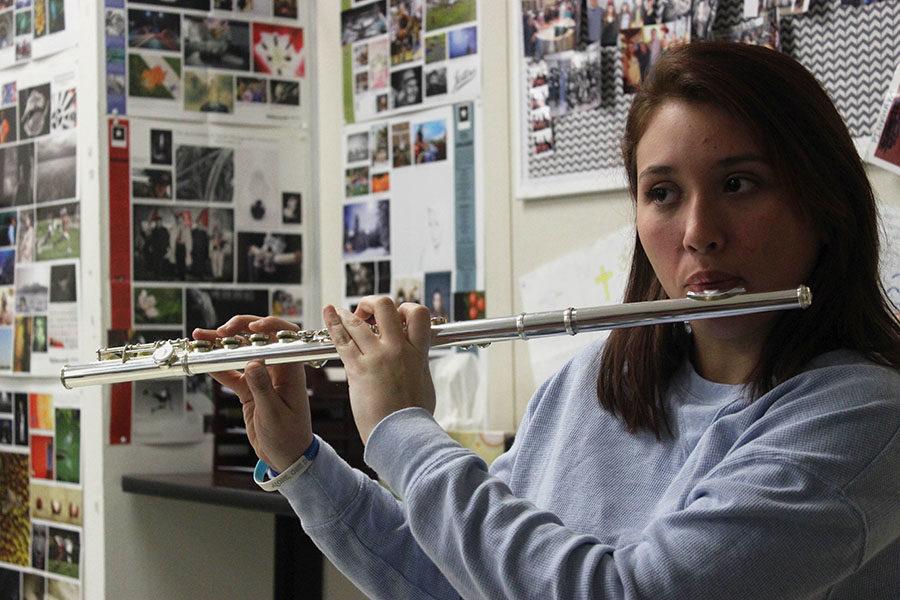 Senior+Alyssa+Longoria+plays+her+flute+during+B+block+on+Thursday%2C+Feb.+21.