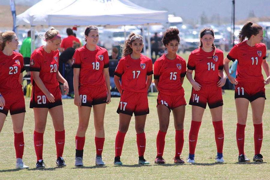 Vyviene Spaulding (15) stands alongside her teammates. Courtesy of Christi Malvezzi.