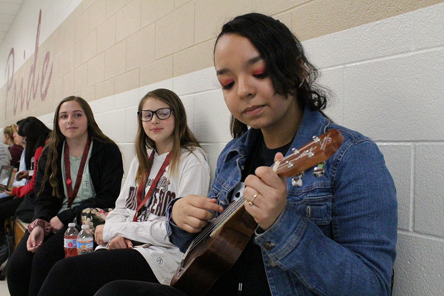 Sophomore Evelyn Alderete plays her ukulele during block lunch on Friday, May 3.