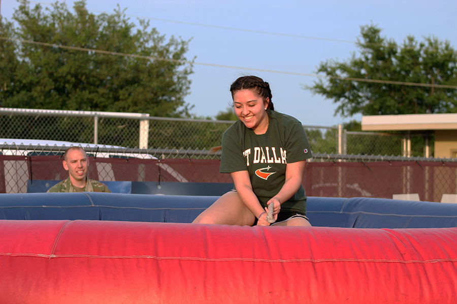 Senior+Zaira+Beltran+tries+to+hold+on+to+the+mechanical+bull+as+she+rides.