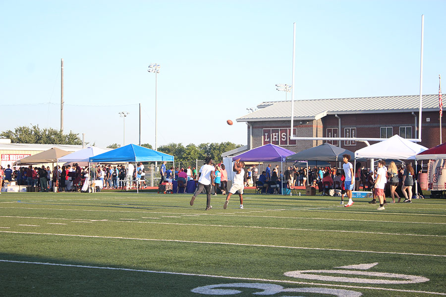 Students+play+football+before+the+pep+rally+begins.