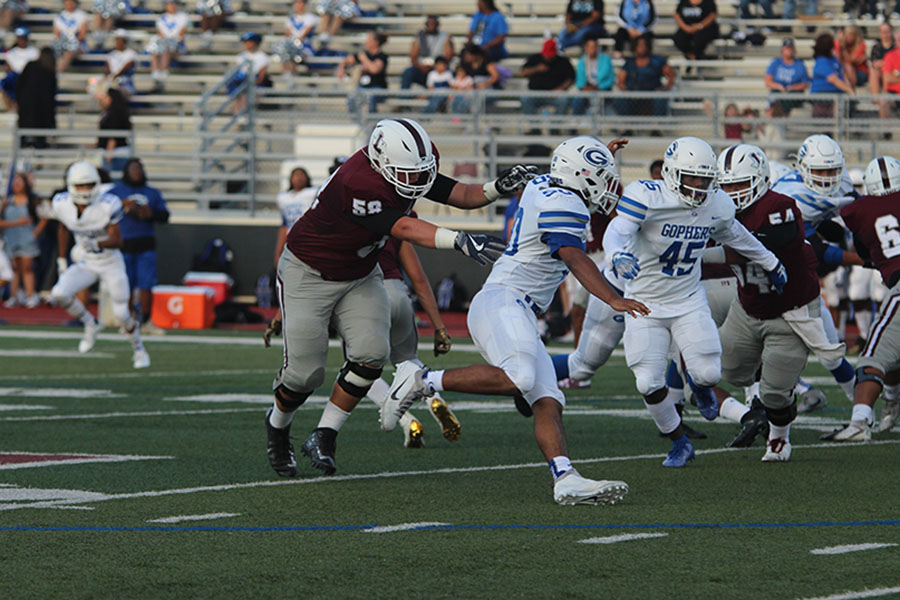 Sophomore+offensive+lineman+Matt+Winger+%2858%29+reaches+to+tackle+a+Grand+Prairie+player.