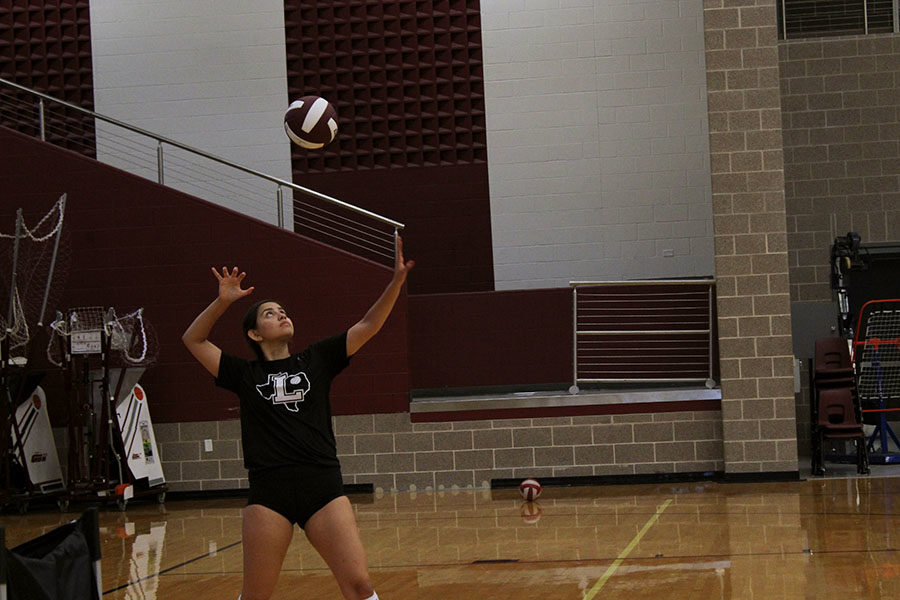 Senior+captain+Audrey+Rodriguez+serves+the+ball+at+varsity+practice+during+first+period+on+Friday%2C+Sept.+6.