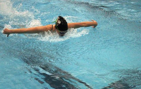 Senior captain Emma Arthurs swims back from rehearsing her kick during practice before school on Thursday, Jan. 16.