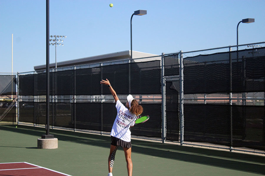 Sophomore+Amber+Rhodes+serves+the+ball+during+fourth+period+tennis+practice+on+Tuesday%2C+Oct.+8.
