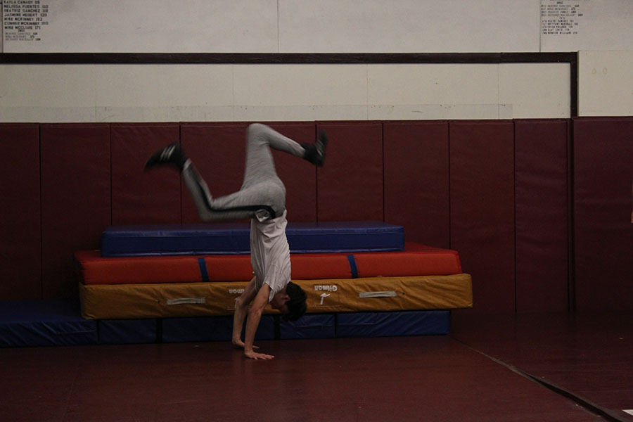 Senior+Quentin+Borchardt+does+a+handspring+during+fourth+period+practice+on+Thursday%2C+Nov.+21.