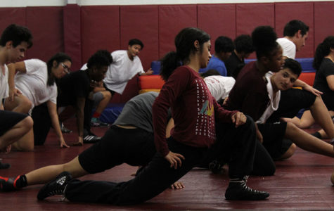Senior Tatiana Nieto does a lunge stretch during fourth period practice on Thursday, Nov. 21.